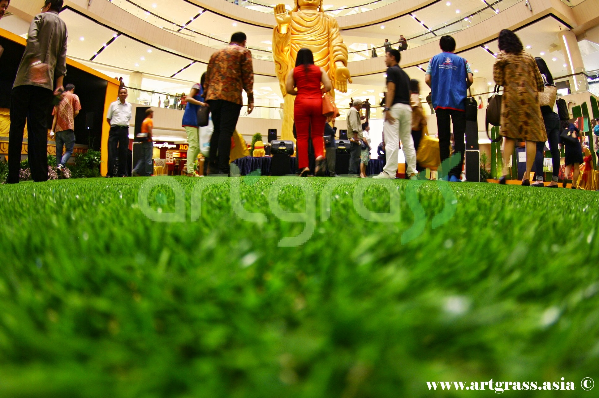 ArtGrass-At-Vesak-Festival-2015-Main-Atrium-Tunjungan-Plaza-28Mei-2015-Bottom-Center-View