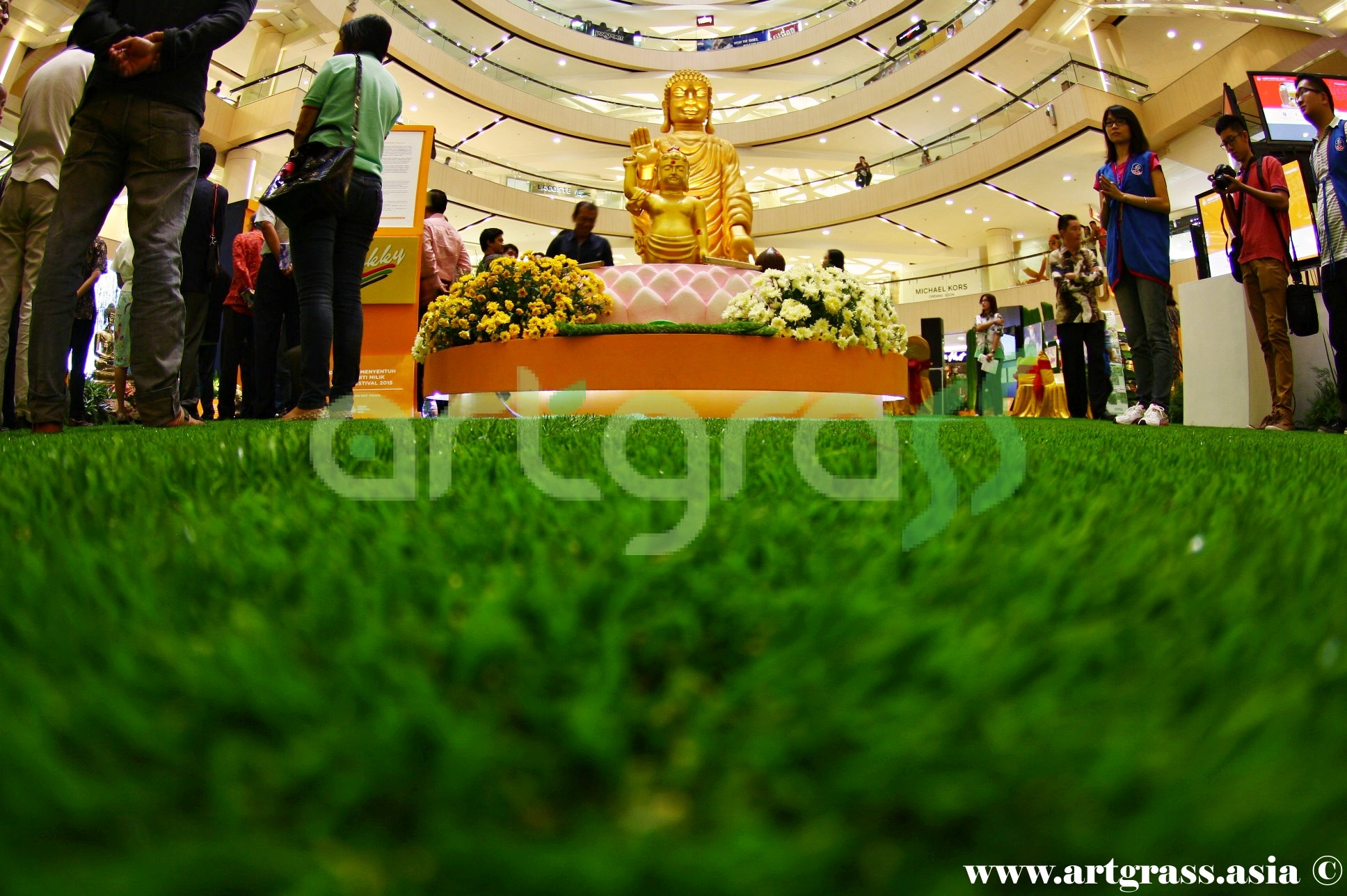ArtGrass-At-Vesak-Festival-2015-Main-Atrium-Tunjungan-Plaza-28Mei-2015-Bottom-Center