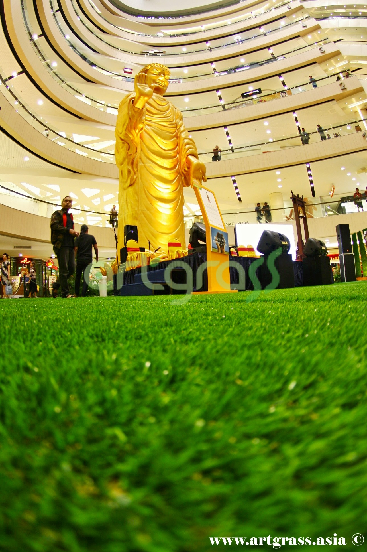 ArtGrass-At-Vesak-Festival-2015-Main-Atrium-Tunjungan-Plaza-28Mei-2015-Bottom-Giant-Buddha