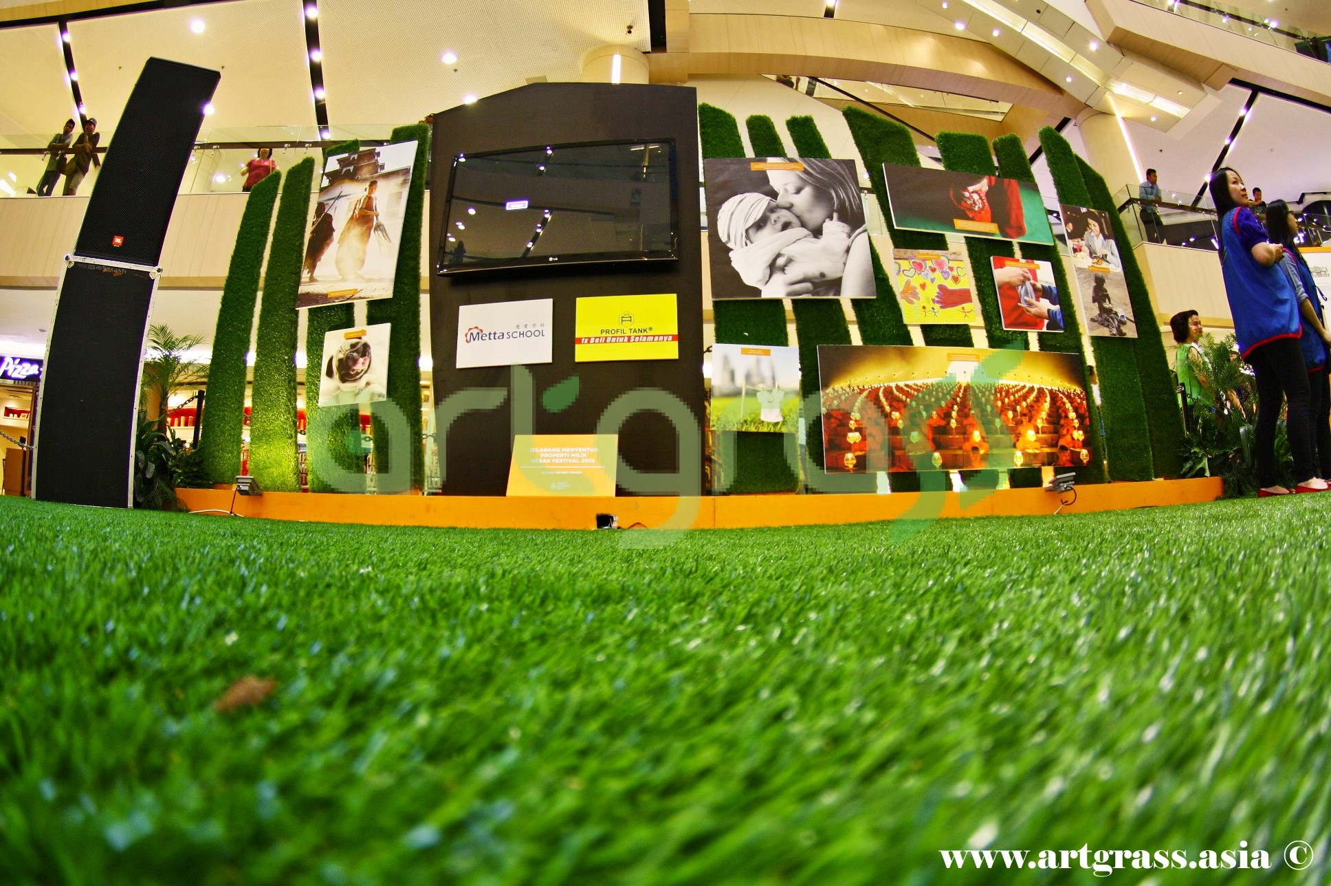 ArtGrass-At-Vesak-Festival-2015-Main-Atrium-Tunjungan-Plaza-28Mei-2015-Wall-of-Humanity