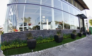 Rumput-Sintetis-ArtGrass-Taman-Depan-Showroom-CBU-World-Part3