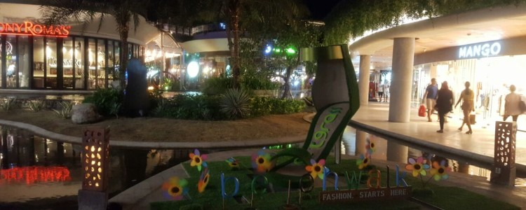 Giant Shoe Replica by ArtGrass at Fashion Event BeachWalk Kuta Bali June 2016