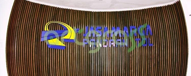 ArtGrass digunakan sebagai dekorasi dinding di Gedung Jasa Marga Pandaan Tol