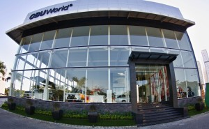 Rumput-Sintetis-ArtGrass-Taman-Depan-Showroom-CBU-World-Part1
